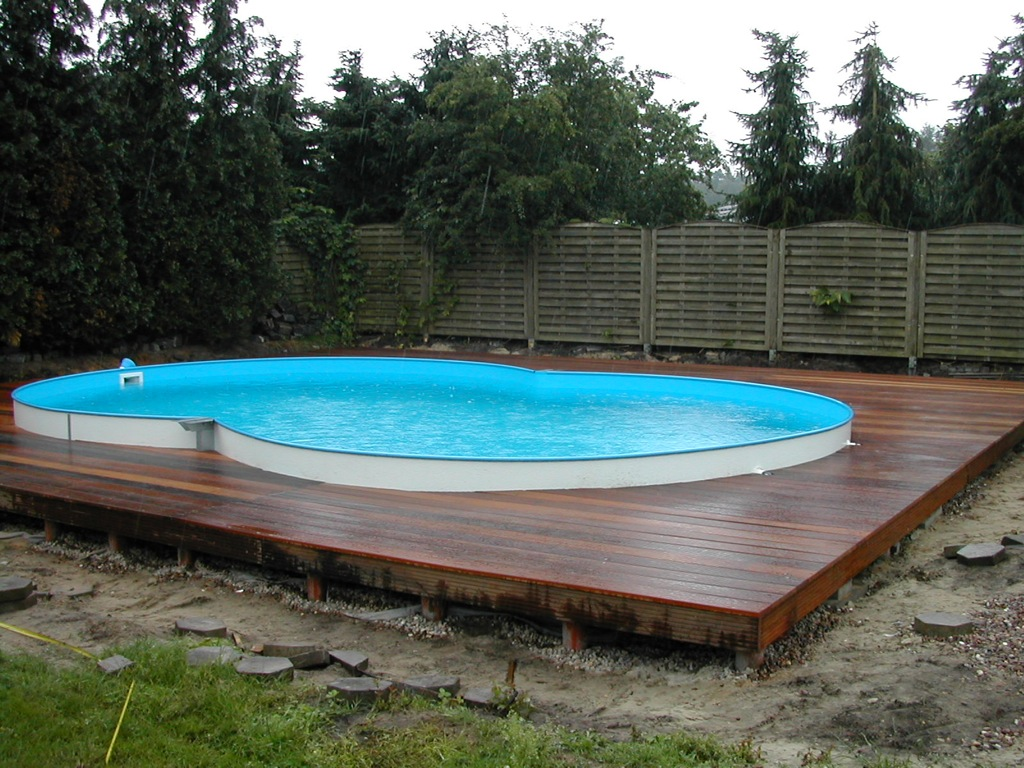 Holzterrassen holzterrasse umrandung swimming pool for Swimming pools bei obi